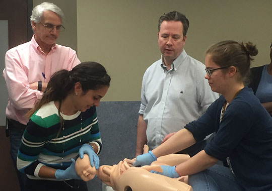 Dr. Luis Monton and Dr. Tim Draycott observe Dr. Milena Garofalo (left) and nurse Émilie Rioux as they enact a PROMPT simulation (Photo credit: Terrie Quilatan)