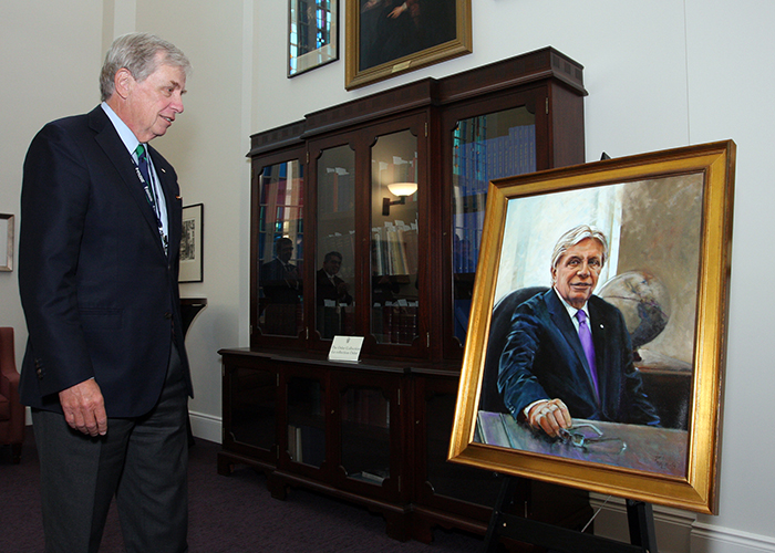 13.	Dr. Rorabeck at the unveiling of his presidential portrait in February 2015.
